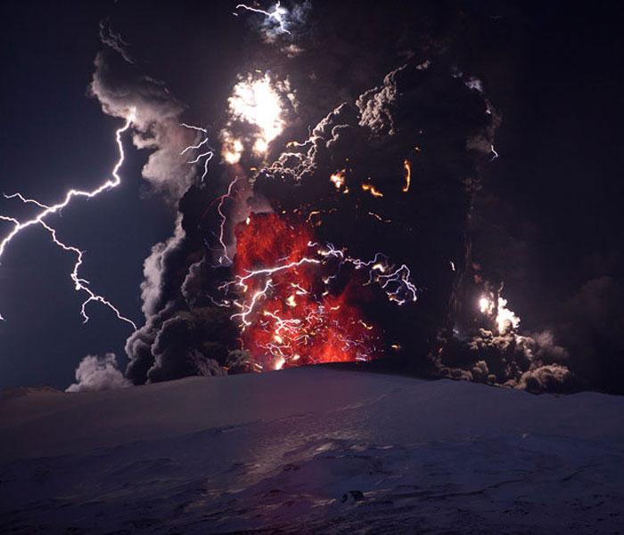 1) Eyjafjallajokull volcano eruption, 2010 (Iceland)