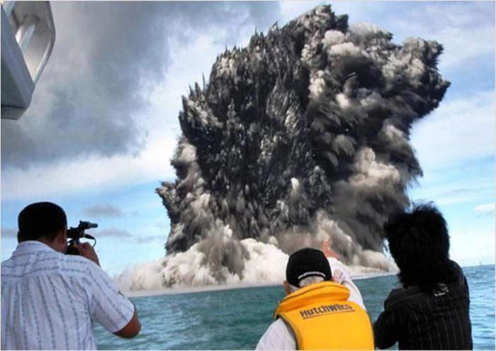 5) Undersea volcano erupts near the island of Hunga Tonga, 2009 ( Tonga)