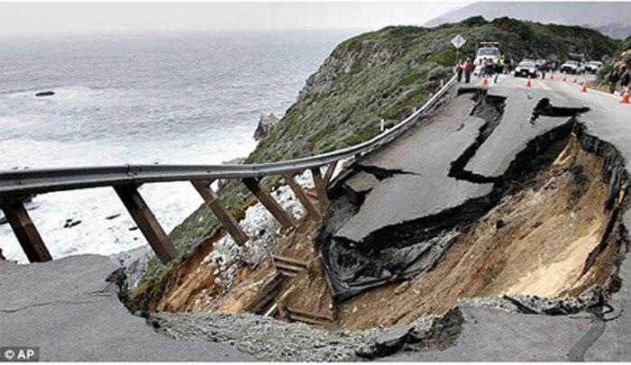 2) Landslide destroys Highway 1 in California, 2011 (US)