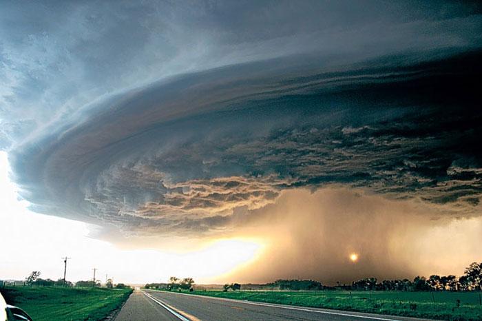 3) Supercell storm moving across northeast Nebraska, 2004 (US)