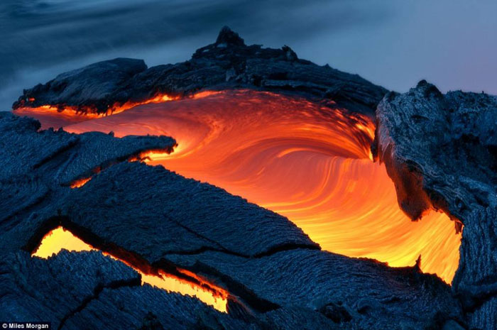 11) A massive river of lava flows into the ocean around Hawaii, 2009 (US)