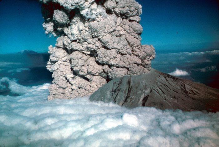 8) Mount St. Helens erupts, 1980 (US)