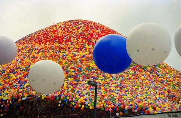 9.) Two people died because of 1.5 million balloons: In Cleveland, Ohio, the United Way launched 1.5 million balloons into the air. It caused such a disturbance, two people drowned because the Coast Guard couldn't find them among all of the fallen balloons.