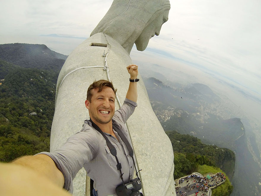 Very few people are allowed to venture to the top, but Lee was allowed due to his status as a CEO of a travel company.