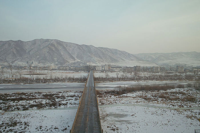 4) Tumen River - This river makes up part of the boundary between Russia and North Korea and also snakes down into Chinese territory. Within a mile, you can go from North Korea, through China and end up in Russia, which makes this a good place for those wishing to defect. As such, it is generally well guarded by North Korean soldiers.