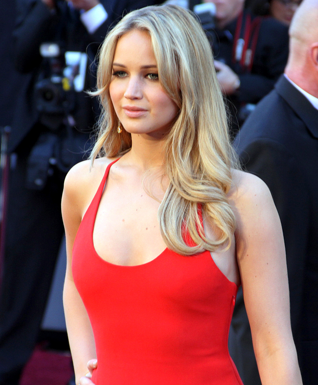2.) Jennifer Lawrence wished to be a doctor when she grew up.