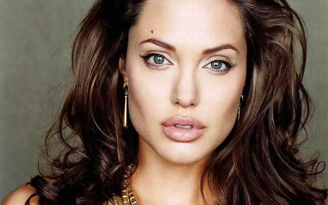 9.) Angelina Jolie acquired a license to be a funeral director.
